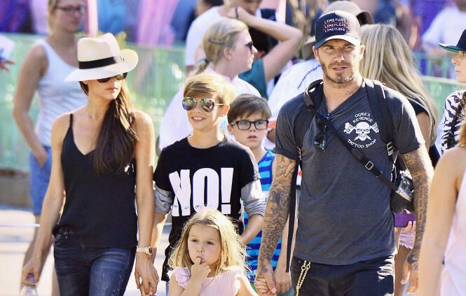 FLOTT FAMILIE: Victoria Beckham sammen med ektemannen David, sønnene Romeo og Cruz og datteren Harper. Foto: NTB scanpix