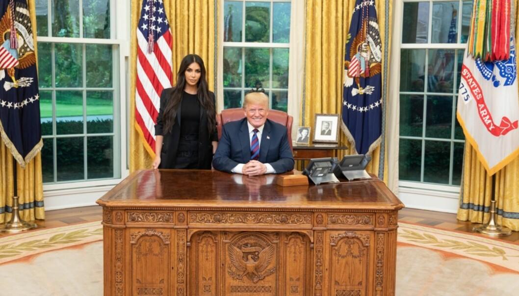 VEKKER OPPSIKT: Kim Kardashians møte med USAs president Donald Trump har fått oppmerksomhet verden rundt, og selvsagt på sosiale medier. Foto: Donald Trump/ Det hvite hus