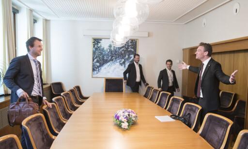 INNSPURT: Kjell Ingolf Ropstad (KrF) forhandler nå om revidert nasjonalbudsjett med Henrik Asheim (H) og Helge André Njåstad (Frp). Nummer to fra høyre er Frp-rådgiver Magnus Birkelund. Foto: Vidar Ruud / NTB scanpix
