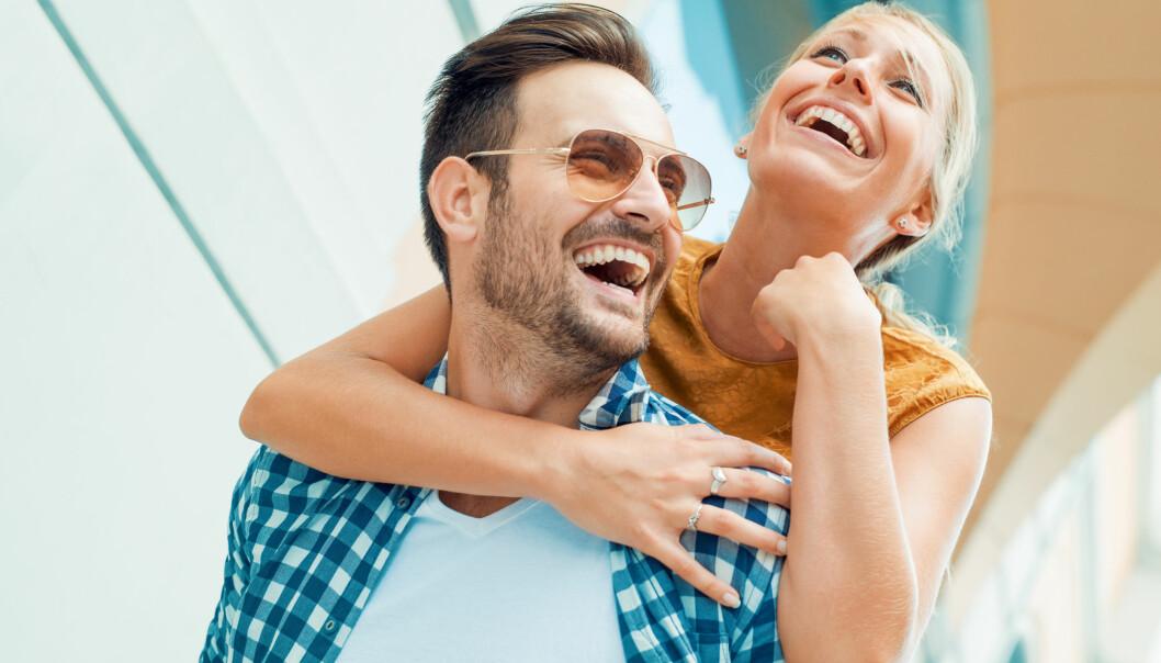 GODT FOR FORHOLDET: Sex kalles ofte limet i forholdet, og latter, samtaler og kos uten sex er viktig for å bevare gnisten. FOTO: NTB Scanpix