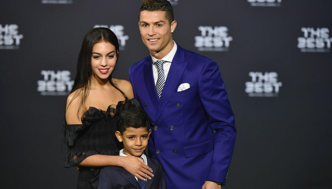 FAMILIE PÅ SEKS: Cristiano Ronaldo har fått tre barn via surrogati. I november kom datteren til verden, som han fikk sammen med kjæresten Georgina. Foto: NTB Scanpix.