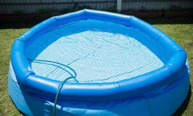 693aa633 BYTT VANN: Vannet i bassenget bør byttes regelmessig for å unngå bakterier,  sier FHI