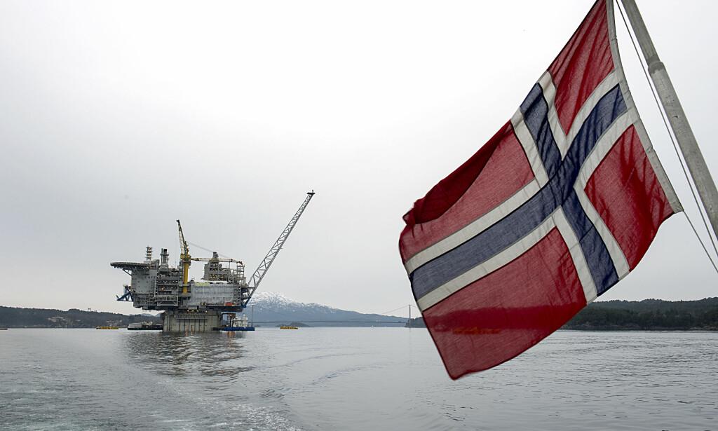 GIGANTPROSJEKT: Aasta Hansteen-plattformen er verdens største i sitt slag, og skal produsere gass nord i Norskehavet. Her fra da plattformen ble døpt 8. mars i år. Foto: Marit Hommedal / NTB Scanpix