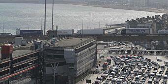 image: Gutt (16) funnet i koffert i bagasjerommet på bil ved havn i England