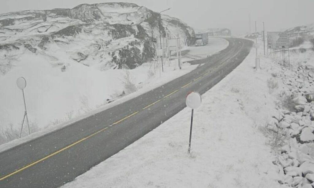 image: I går var det varmerekord. I dag kom snøen