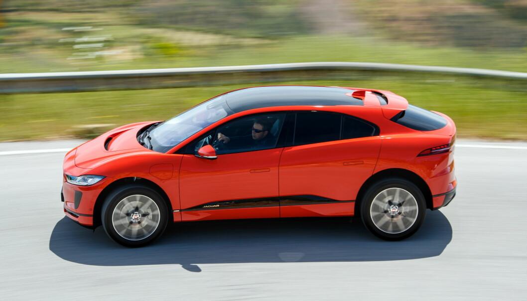 <strong>EL-SUV-EN PÅ VEIEN:</strong> 2016 er året da Jaguar brøt et siste tabu etter diesel og stasjonsvogner, og lanserte en SUV, F-Pace. Et siste? Finnes det flere av et ærverdig luksusmerkes tradisjoner man kan svikte? Å ja, da! En elbil! Nei, vent litt - vi overbyr den: En elektrisk SUV! ) Foto: Nick Dimbleby