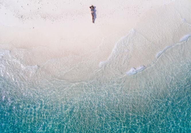 BYTT BADETØY REGELMESSIG: Mange har planer om å nyte late dager på stranden. Da kan det være lurt å gå til innkjøp av flere typer badetøy, så unngår du slitasje. Foto: Scanpix