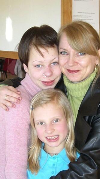 <strong>FØR I TIDEN:</strong> Fra venstre: Helene, mamma Trine og lillesøster Ida Kristin. Foto: Privat.