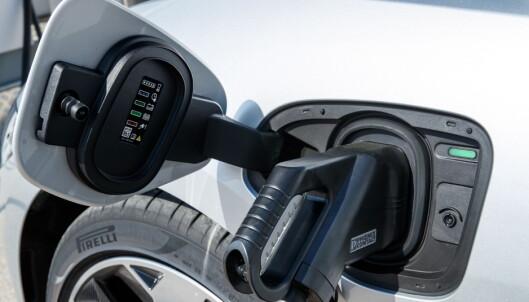 <strong>HURTIGLADING:</strong> Med det kommende hurtigladernettverket med 100 kW-ladere, vil I-Pace kunne lades til 80 prosent på 40 minutter. Det vil ta cirka 90 minutter på en 50 kW hurtiglader, som er det vanlige i dag. Foto: Nick Dimbleby