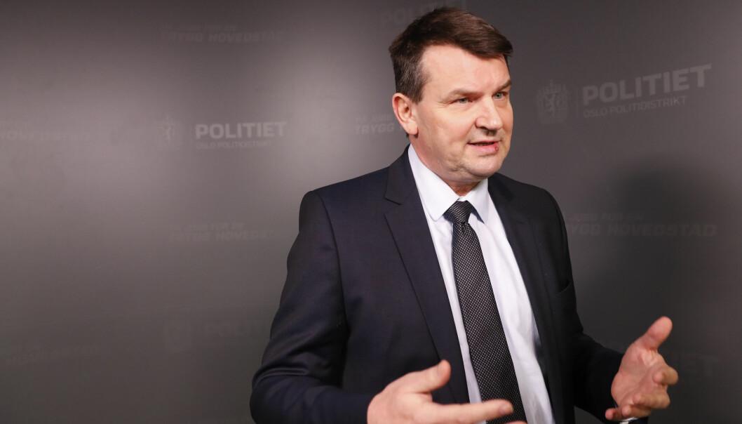<strong>KRITIKK:</strong> Justisdepartementet, her ved justisminister Tor Mikkel Wara, får kraftig kritikk fra Riksrevisjonen. Foto: NTB scanpix
