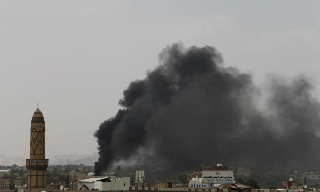 BORGERKRIG: Krigen i Jemen beskrives som en av de verste konfliktene i verden. Her fra et Saudi-ledet luftangrep i Jemens hovedstad Sanaa i 2015. Foto: Khaled Abdullah/REUTERS