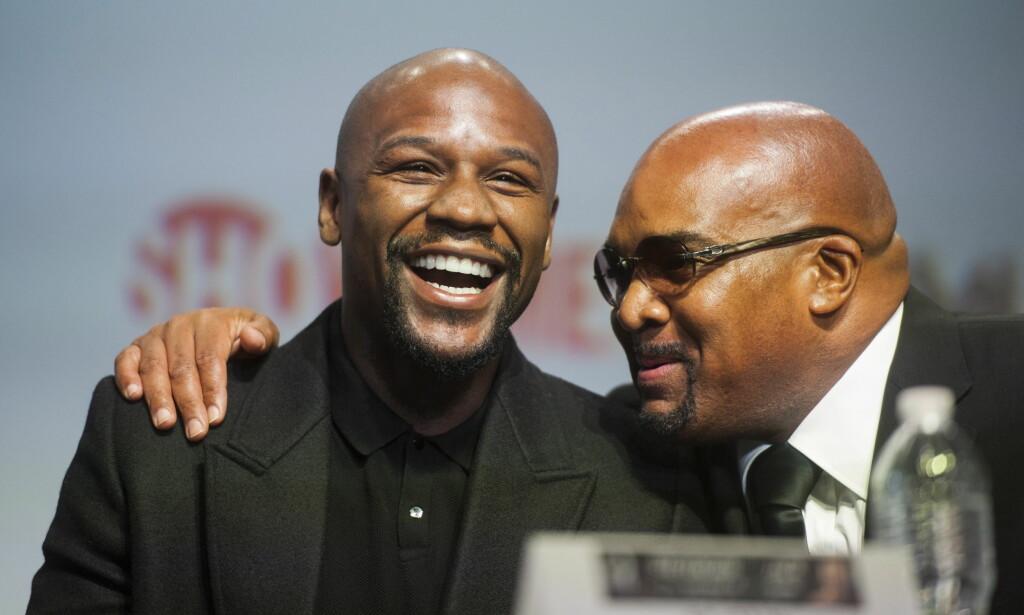 CA-CHING: Smiler hele veien til banken. Floyd Mayweather tjente mest av idrettsstjernene. Foto: Marta Iwanek / AP