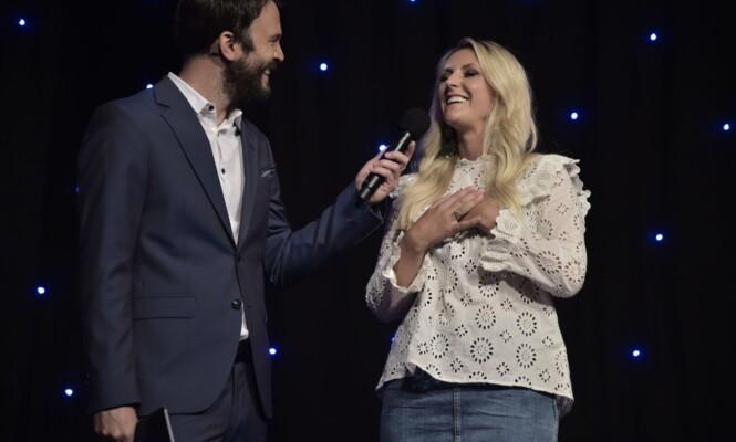 GLEDER SEG: Maria Arredondo gleder seg til årets «Stjernekamp», her sammen med programleder Kåre Magnus Bergh. Foto: Hans Arne Vedlog / Dagbladet