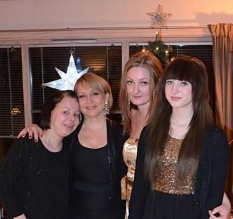 <strong>SISTE JULEN:</strong> Fra venstre: Helene, mamma Trine, stesøster Connie og lillesøster Ida Kristin. Foto: Privat.