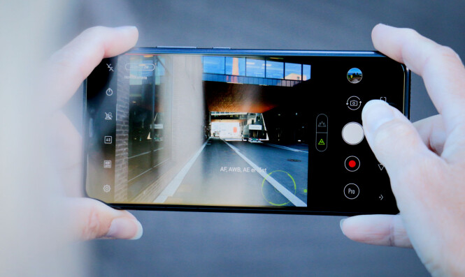 <strong>SKYT OG HÅP:</strong> Kameraet til Asus Zenfone 5 er dessverre verre enn vi håpet, og vidvinkel-modusen er morsom, men dårlig teknisk. Foto: Ole Petter Baugerød Stokke