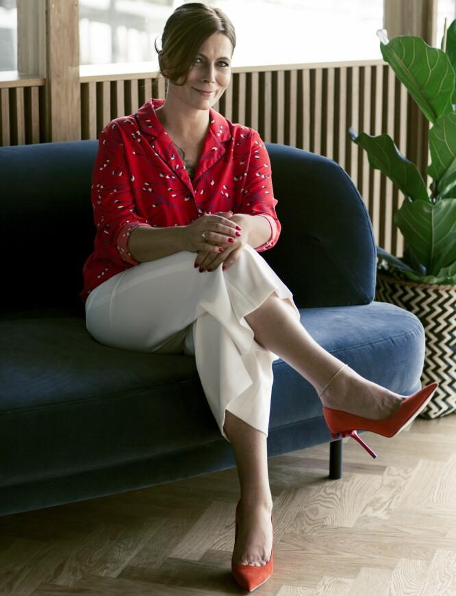 TINA VERONICA HAR PÅ SEG: Bluse (kr 200, Lindex), bukse (kr 400) og pumps (kr 600, begge fra Zara). FOTO: Astrid Waller