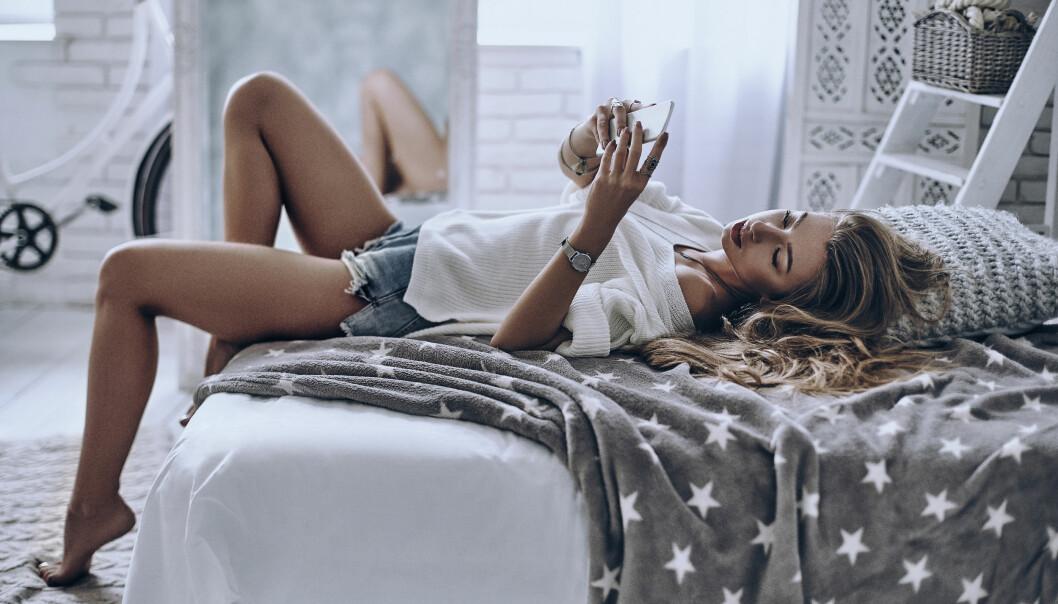 TILFELDIG SEX: - Noe av det problematiske med å benytte Tinder og lignende datingapper for å finne kjærligheten, er at mange benytter Tinder som en kilde til one night stand og tilfeldig sex, sier eksperten. FOTO: NTB Scanpix