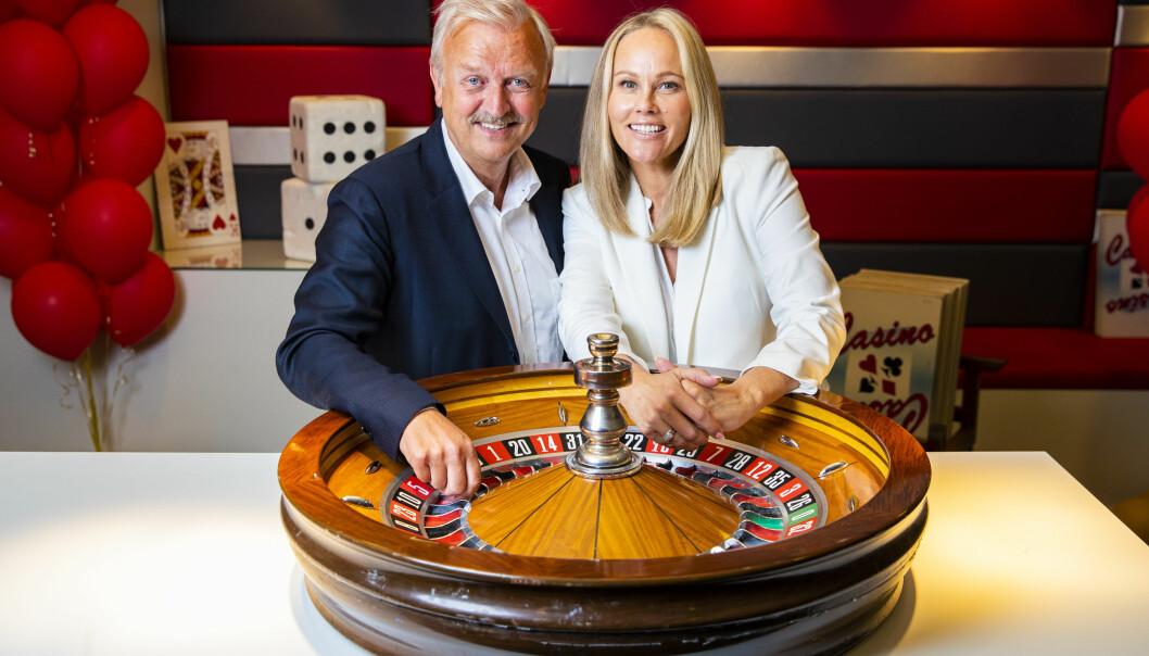 <strong>CASINO TAUSE-BIRGITTE:</strong> I anledning TVNorges 30-årsdag i år bringer kanalen tilbake suksess-konseptet Casino, og med seg på laget har de selvfølgelig Hallvard «Mr. Casino» Flatland og Birgitte Seyffarth - bedre kjent som Tause-Birgitte. FOTO: NTB Scanpix