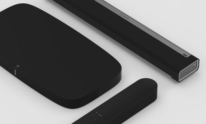 <strong>LYD TIL TV-EN:</strong> Sonos har nå tre forskjellige løsninger som du kan koble til og få lyd fra TV-en. Nye Beam er den minste av dem. Foto: Sonos