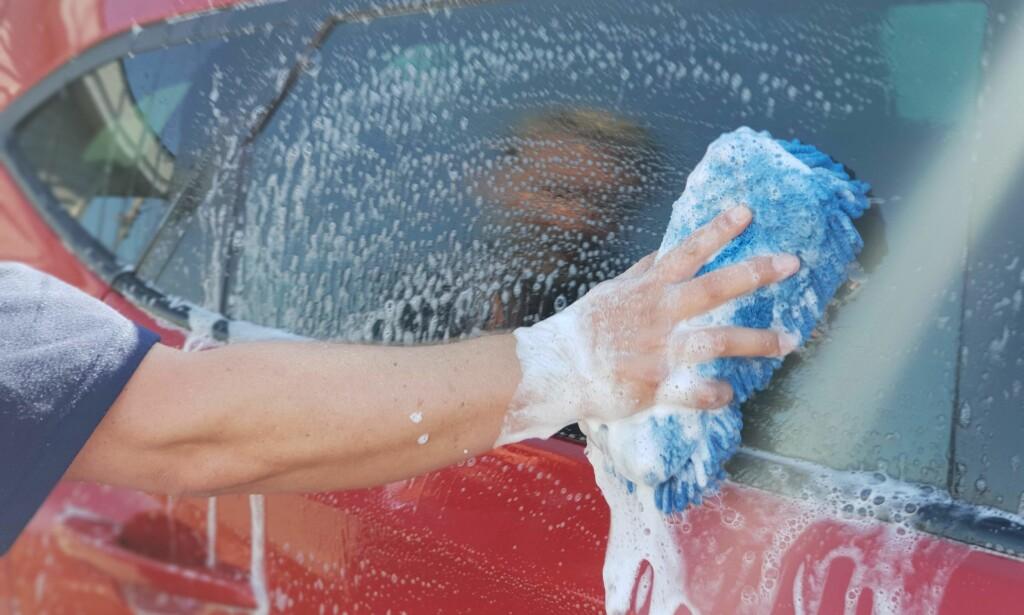 BILVASK: Det er noen få hensyn du bør ta når du skal vaske bilen. Foto: Bjørn Åge Bredal