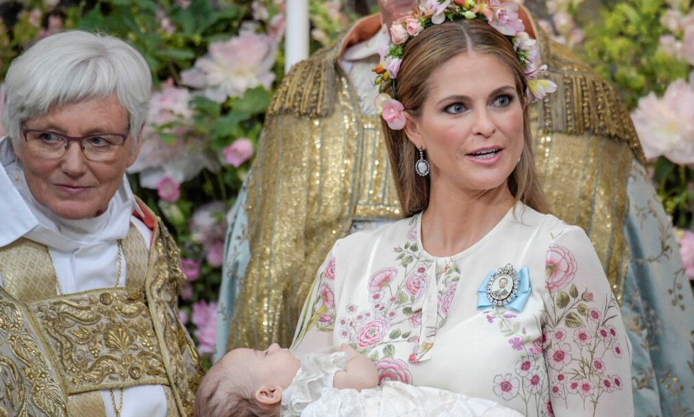JOBBER LITE: Prinsesse Madeleine hadde færre offisielle oppdrag enn de andre skandinaviske kongelige i 2018. Her under dåpen til prinsesse Adrienne i juni - en av få anledninger hun viste seg fram i fjor. Foto: NTB Scanpix