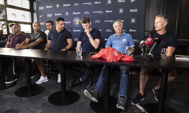 534899db GLEDER SEG: Flere av spillerne deltok på en pressekonferanse i går. Fra  venstre: