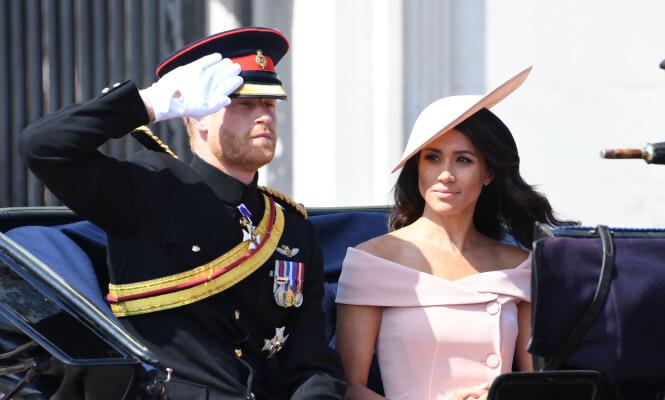 <strong>HØYTIDELIG:</strong> Prins Harry og hertuginne Meghan avbildet sammen i formiddag. Foto: NTB Scanpix