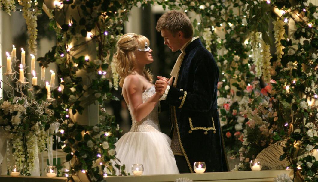 PRINSESSE: Hilary Duff i rollen som Samantha Montgomery i «A Cinderella Story». Her sammen med skuespillerkollega Chad Michael Murray (36). Foto: NTB Scanpix