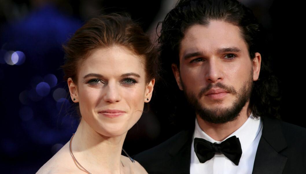 GAME OF THRONES: Den superpopulære serien brakte disse to skuespillerne sammen, og vi kan ikke vente med å se forlovelsesringen bli byttet ut med en giftering! FOTO: NTB Scanpix