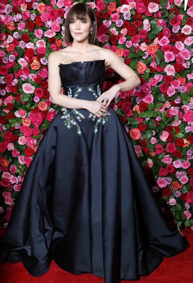 FLOTT. Sangstjernen Katharine McPhee, som ble kjent da hun deltok i «American Idol» i 2005, hadde på seg en kreasjon fra Zac Posen under søndagens prisutdeling. Foto: NTB scanpix