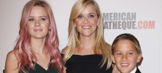Reese hyllet barna med hagefest