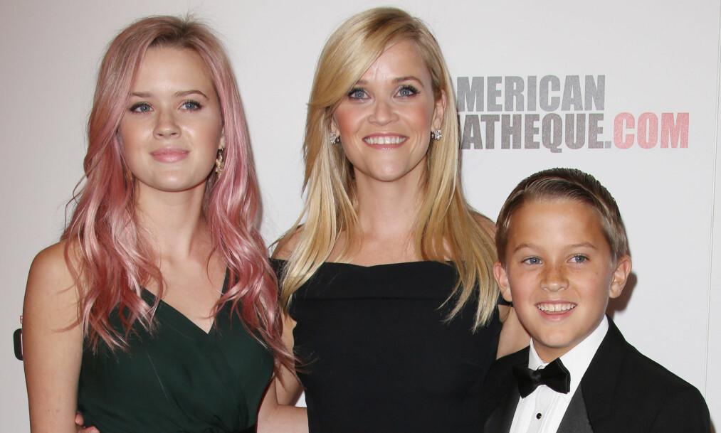 <strong>STOLT MOR:</strong> Reese Whiterspoon hyllet barna Ava og Deacon på Instagram, og stelte i stand en fest for deres innsats på skolen. Foto: NTB Scanpix