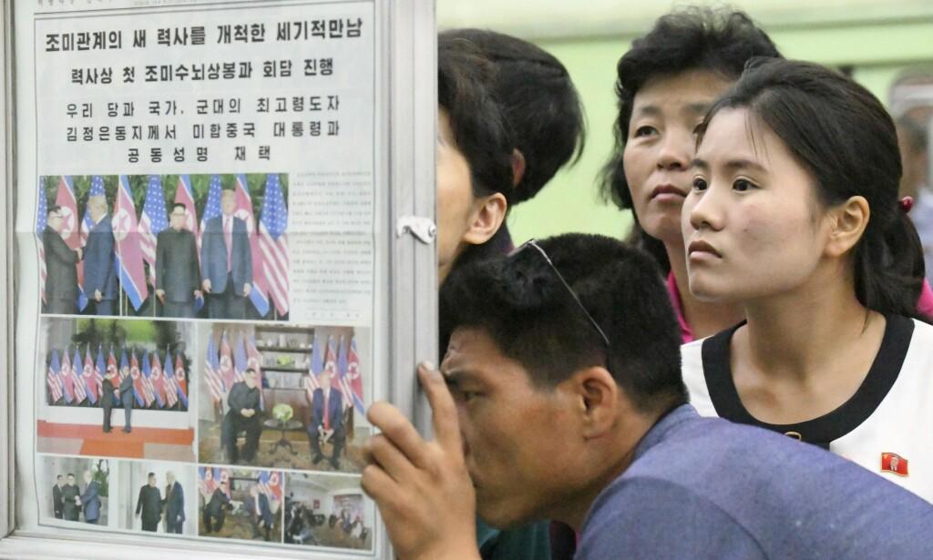 LESER AVIS: Møtet mellom Donald Trump og Kim Jong-un er naturlig nok forsidestoff i lokale nordkoreanske medier. Foto: Minoru Iwasaki / Kyodo News via AP / NTB scanpix