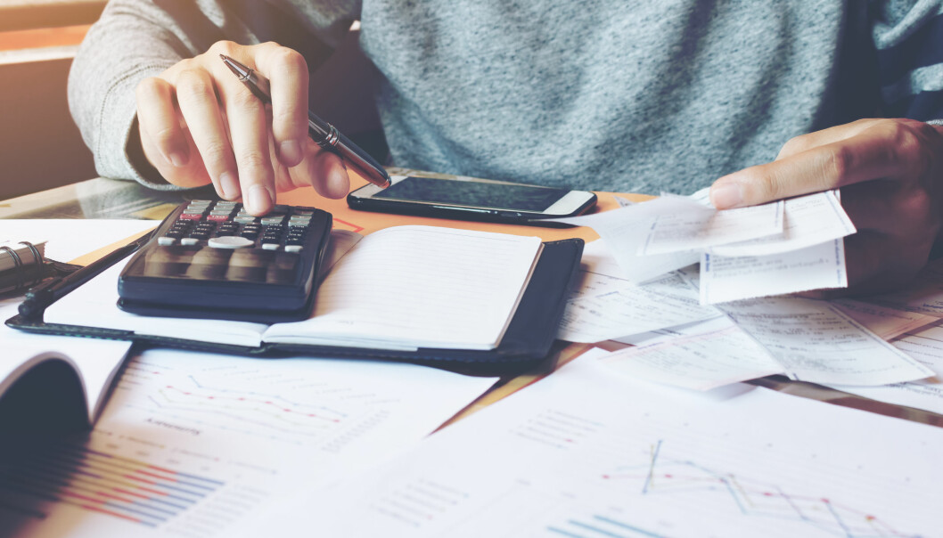 <strong>LØNNSAVTALE:</strong> Det er viktig at lønnen din står i arbeidsavtalen, uansett om du får betalte per time, uke, måned eller år. Foto: Shutterstock/NTB Scanpix.