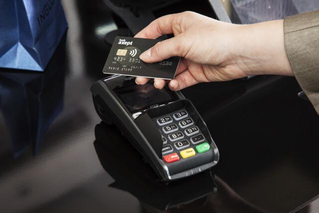936a2f3f Å TÆPPE: Bruker du bankkortet på denne måten, altså kontaktløst med NFC,  skal