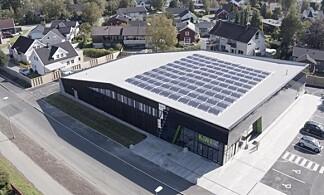 GODE NABOER: Kiwi Dalgård i Trondheim forsyner 60 naboer med overskuddsstrøm. Prosjektet ble blant annet støttet av Enova. Foto: NorgesGruppen.