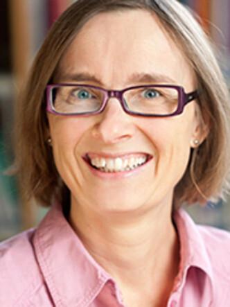 <strong>TETTERE FORHOLD:</strong> NOVA-forsker Katharina Herlofson mener at siden 40 prosent av barn i Norge i dag har alle fire besteforeldre i live når de fyller ti år, er betydningen av besteforeldre viktigere. Foto: NOVA.