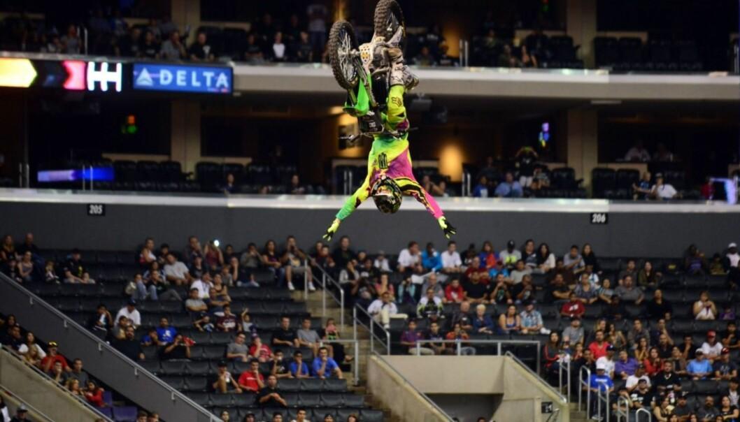 ADRENALIN: André Villa har vært på pallen i X Games flere ganger. Her trikser han seg til bronsemedalje i «Moto X Speed & Style» under X Games i Los Angeles i august 2013. Foto: AFP/ NTB scanpix