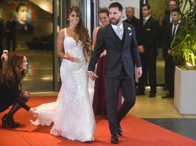 BRYLLUP: Messi og Antonella Roccuzzo har kjent hverandre siden de var små, og vokste begge to opp i Rosario i Argentina. Sommeren 2017 sto bryllupet. Paret har tre sønner sammen. FOTO: NTB Scanpix
