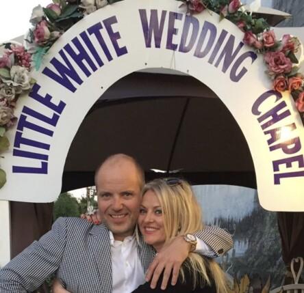 <strong>ALTERNATIVT BRYLLUP:</strong> Eli Kari Gjengedal og Tom Saxegaard valgte å gifte seg i Las Vegas for fire år siden. Foto: Privat