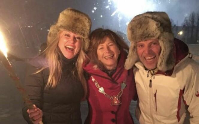 <strong>GIFT IGJEN:</strong> Eli Kari Gjengedal og Tom Saxegård giftet seg midt i slalåmbakken på Geilo av ordfører Ann Sire Fjerdingstad. Foto: Privat.