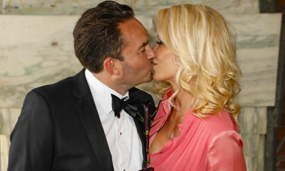 SA «JA»: Linda Johansen og Timm Wold giftet seg i dag i Oslo Rådhus. Foto: Tor Lindseth/ Se og Hør
