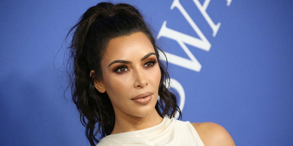 image: Kim Kardashian kritiseres for datterens hår-styling
