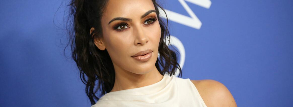 REFSES: Kim Kardashian er slett ikke fremmed for kritikk. Nå er hun nok en gang i skuddlinja. FOTO: Scanpix