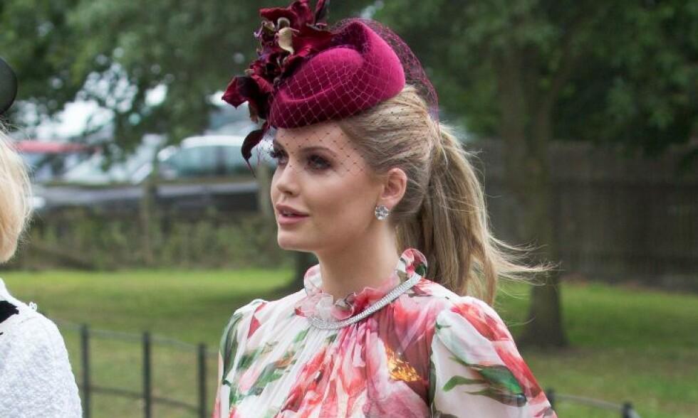 VAKKER: Lady Kitty Spencer fikk mye ros for sitt antrekk i prins Harry og Meghan Markles bryllup. Nå gjør hun det igjen. Foto: NTB Scanpix