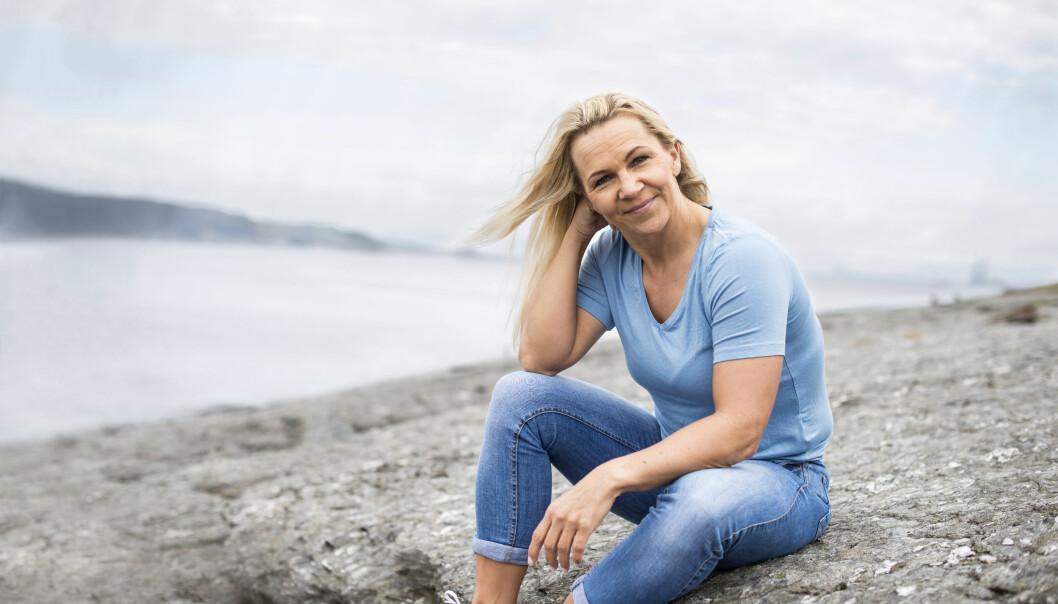 SLAG: – Jeg har fått andre verdier enn før, setter pris på små ting. Jeg føler meg frisk, med begrensninger, sier Janne Fjælberg, som fikk hjerneslag for ti år siden. Foto: Monica Larsen