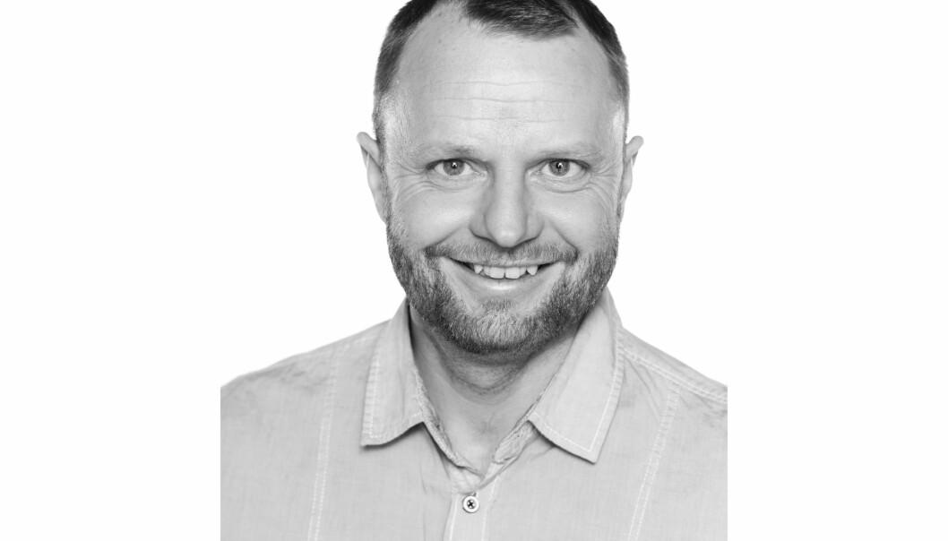 FOTBALL-VM: Den 23. juni er det 20 år siden Norge vant 2-1 over Brasil i fotball-VM. Journalist Jo Petter Furuhovde forteller her om hvordan han i pur glede presterte å skalle hodet i murveggen.