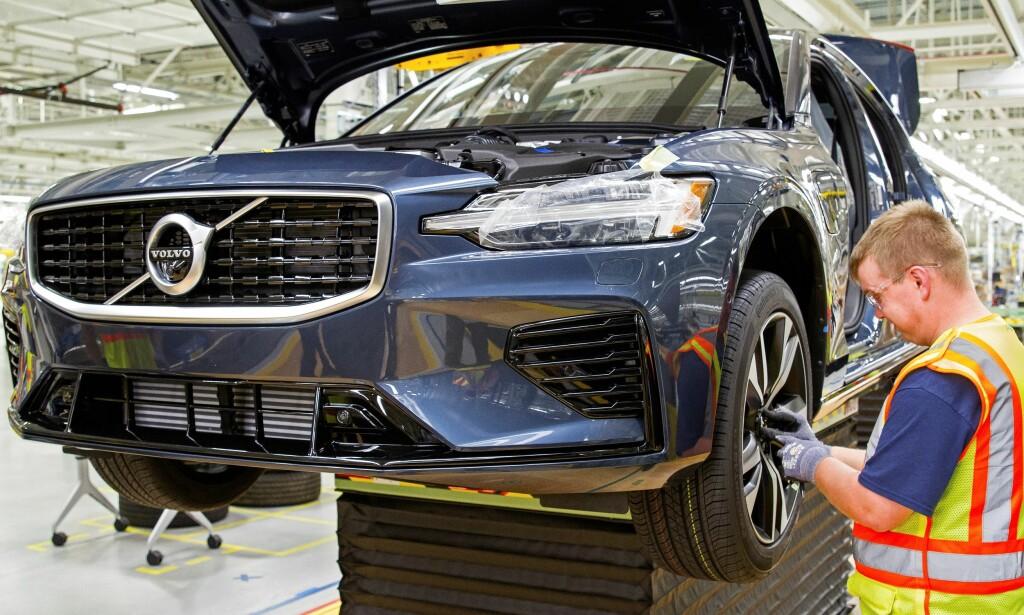 NY MODELL, NY FABRIKK: Her nærmer produksjonen av en Volvo S60 seg sluttfasen i Volvos nye fabrikk i Sør-Carolina i USA. Det innebærer en nysatsing i det viktige amerikanske markedet, verdens nest største. Foto: Volvo