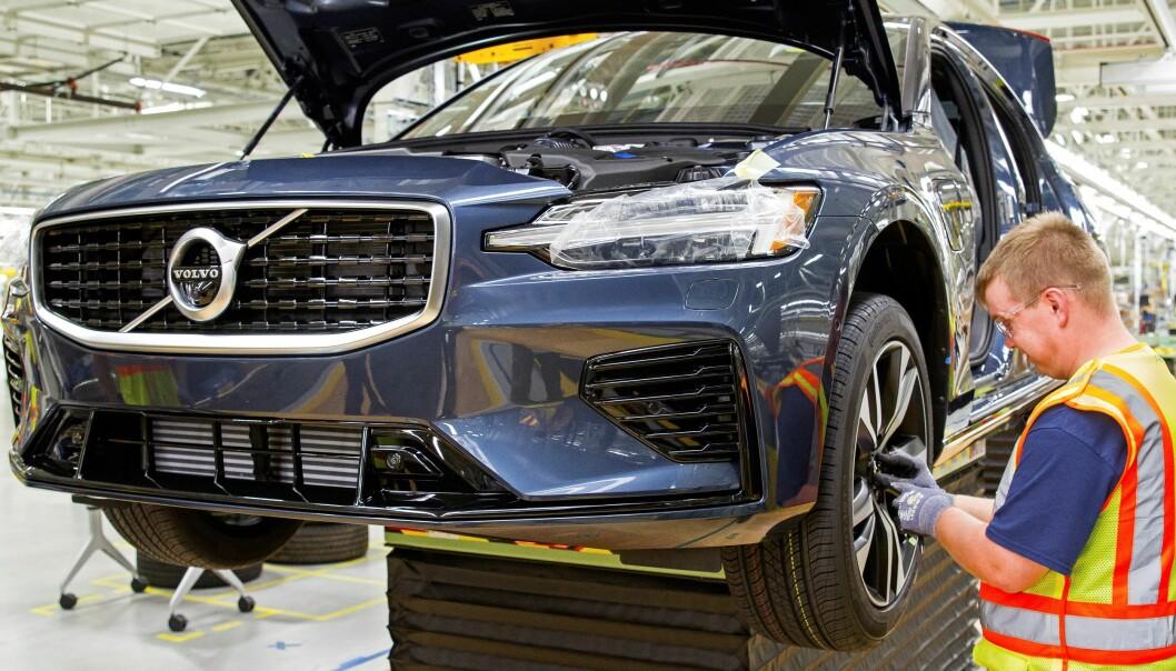<strong>NY MODELL, NY FABRIKK:</strong> Her nærmer produksjonen av en Volvo S60 seg sluttfasen i Volvos nye fabrikk i Sør-Carolina i USA. Det innebærer en nysatsing i det viktige amerikanske markedet, verdens nest største. Foto: Volvo
