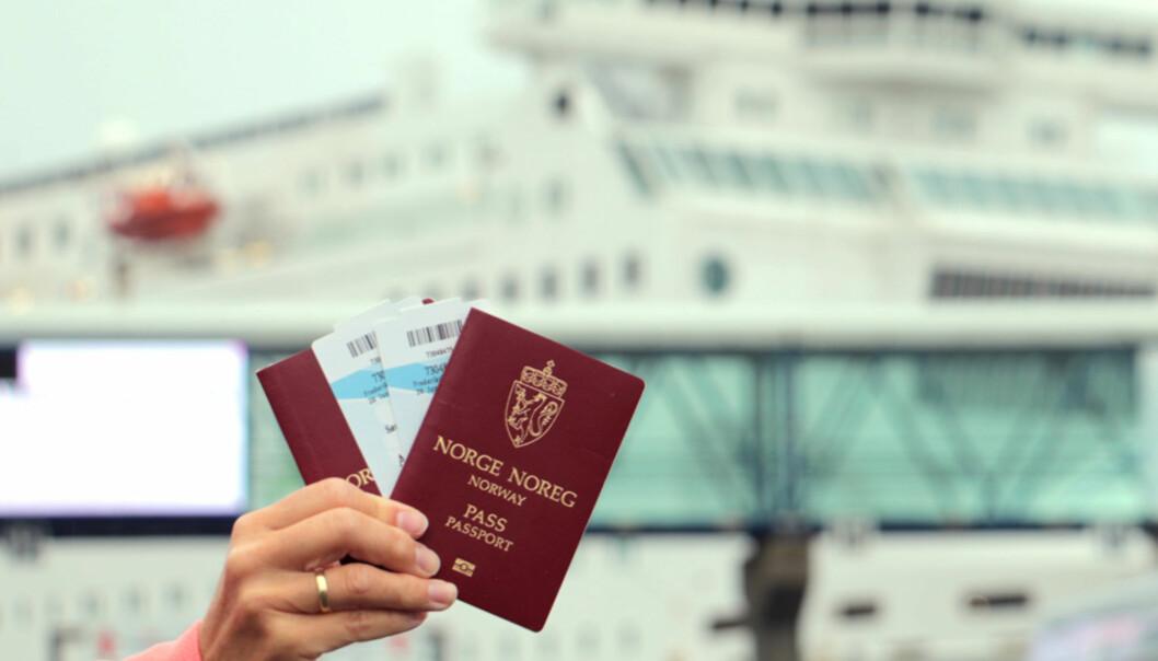 Derfor må du ha med pass på danskebåten
